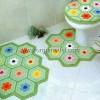 Renkli Motiflerle Örülmüş Banyo Klozet Takımı