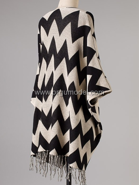 Siyah-krem-zigzag-desenli-panço