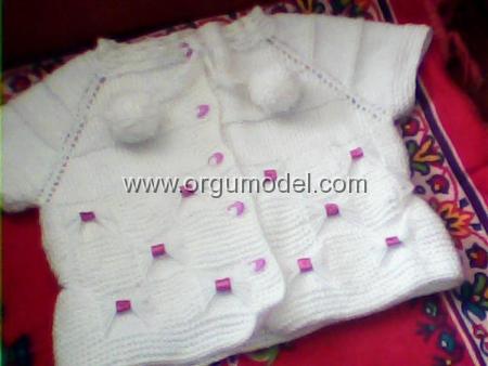 Kurdale-Süslü-Bebek-Yeleği-Modeli