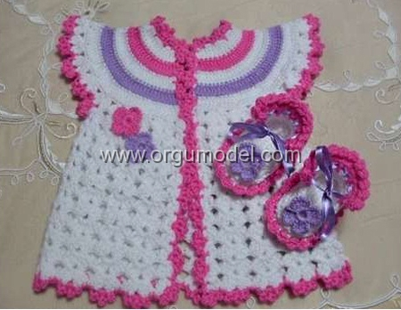 Renkli Yakalı Bebek Yeleği