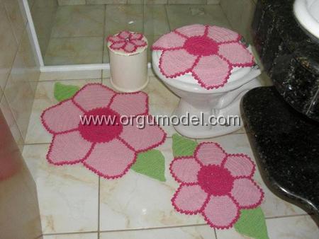 Pembe Çiçek Şekilli Klozet Takımı Örneği
