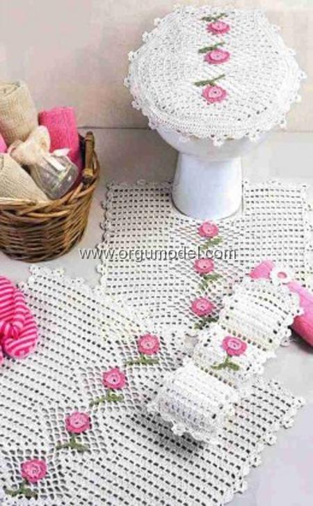Pembe-Çiçekli-Beyaz-Dantel-Banyo-Takımı
