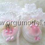 bebekli kız çocuk beyaz patik