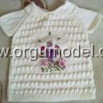 beyaz çiçek detaylı kız çocuk kazak